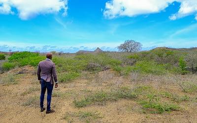 Jandino keert terug naar Curaçao om stad te bouwen